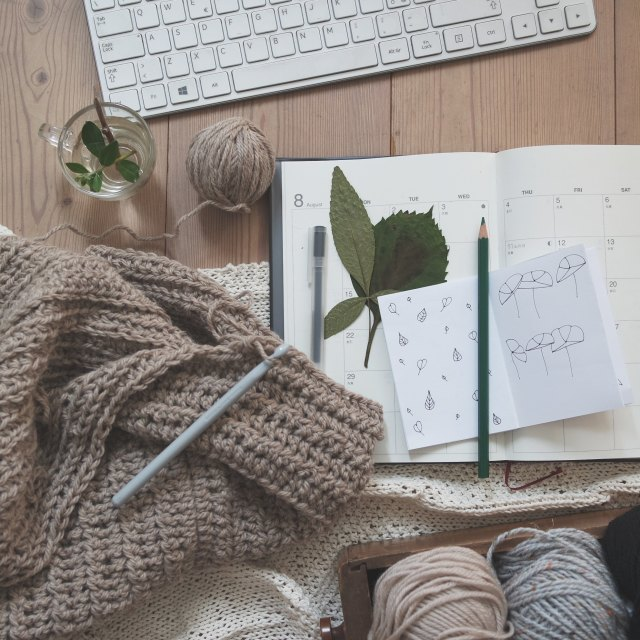 Display of crochet and a notebook, by Giulia Bertelli on Unsplash